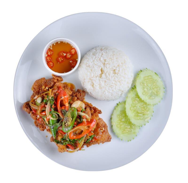 Thailändisches angebratenes Huhn und Basilikum gedient stockfoto