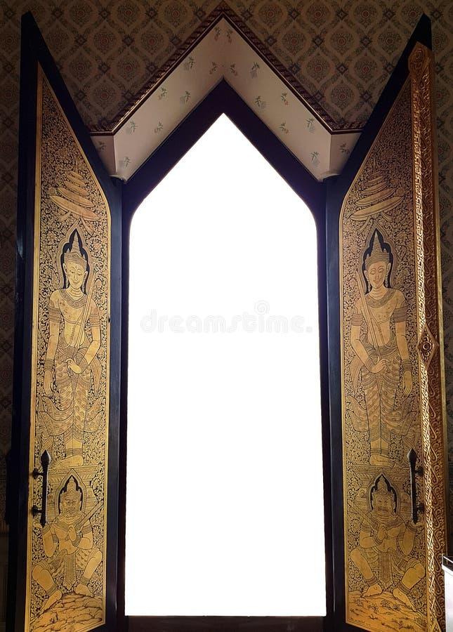 Thailändisches Arttempel-Eingangstor gloden Dekoration im ikonenhaften Kunstmuster der thailändischen Art auf Holztüren lizenzfreies stockfoto