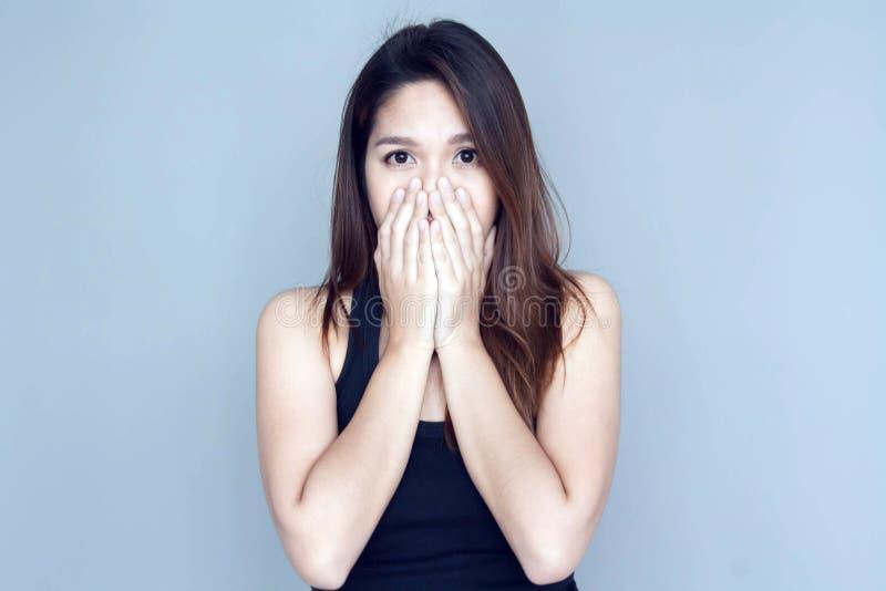 Thailändisches Damenhandabschlussohr zu durchaus lizenzfreie stockfotografie