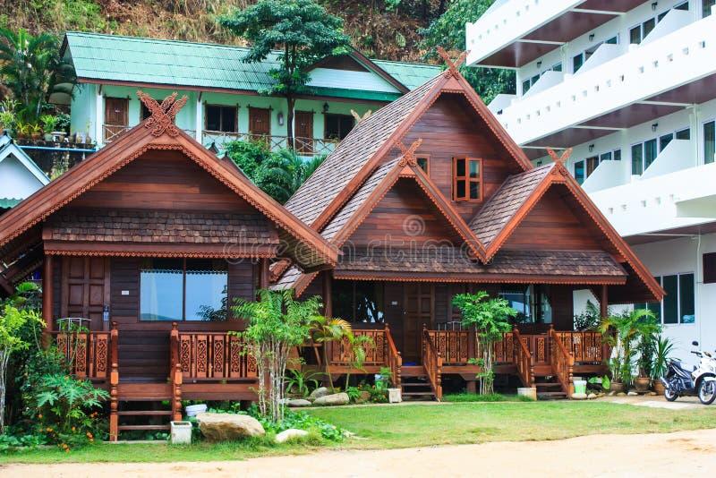 Thailändisches hölzernes Haus lizenzfreie stockfotografie