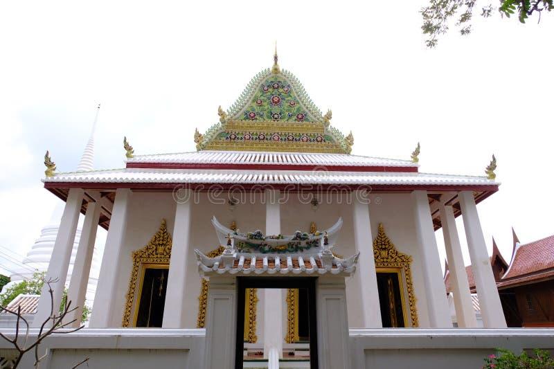 Thailändisches königliches Schongebiet Hall von Wat Chaloem Phra Kiat Worawihan stockbilder