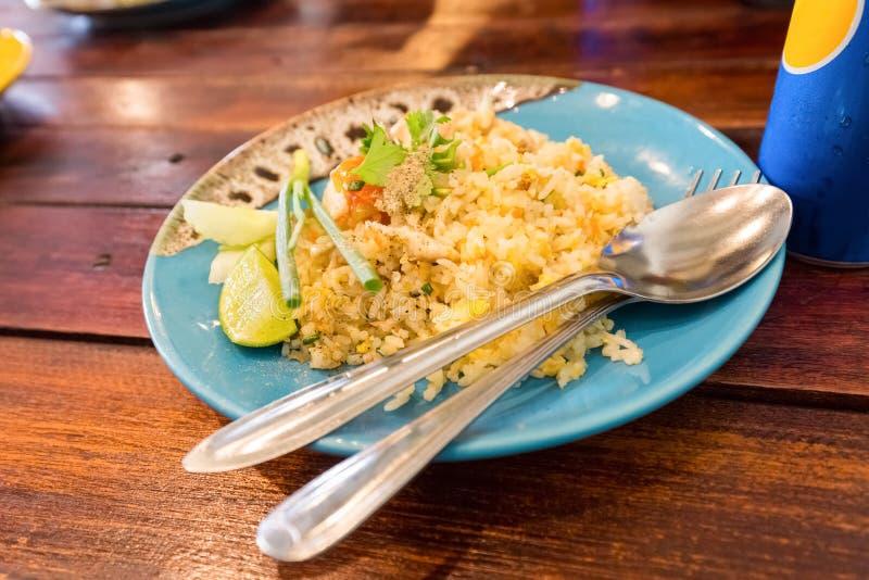 Thailändisches Lebensmittel des gebratenen Reises des Eies lizenzfreie stockbilder