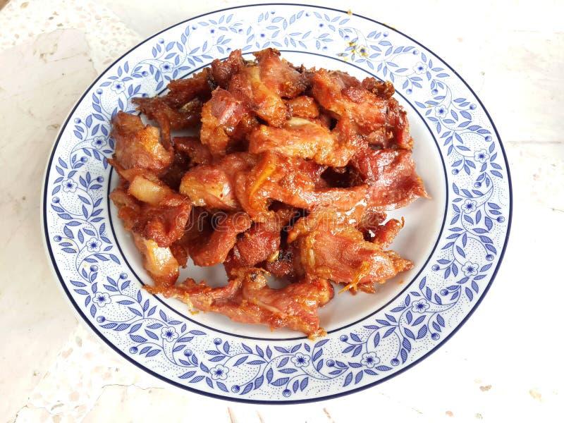 Thailändisches Lebensmittel: Fried Fermented Pork lizenzfreies stockfoto