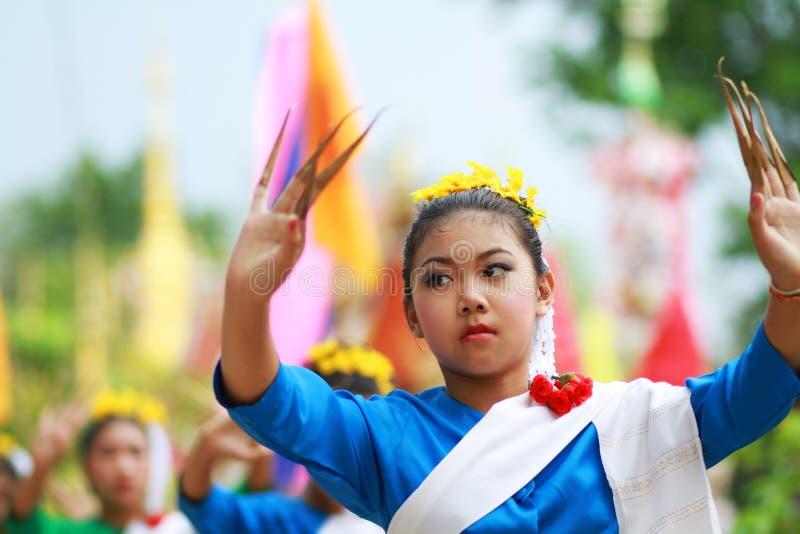 Thailändisches Mädchentraditionskostüm stockbild