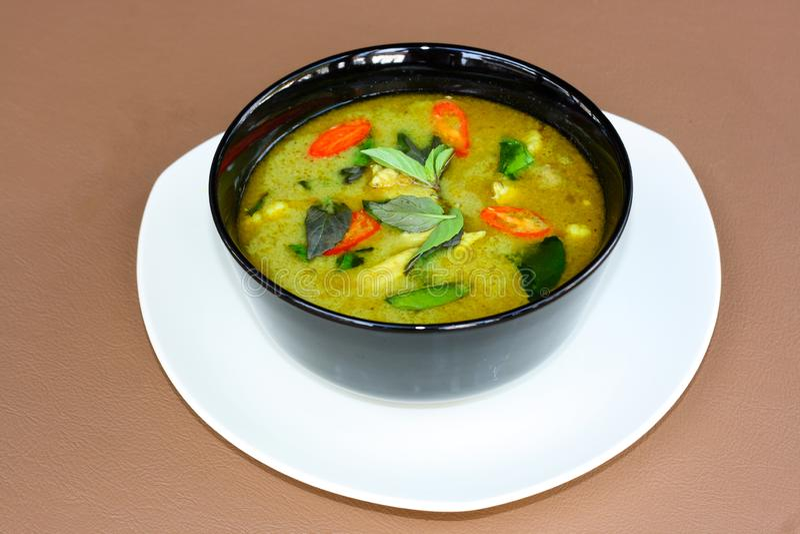 Thailändisches Mahlzeit-Kit Thai Meal Kit Green-Curry-Hühnercurry-Huhn lizenzfreies stockbild