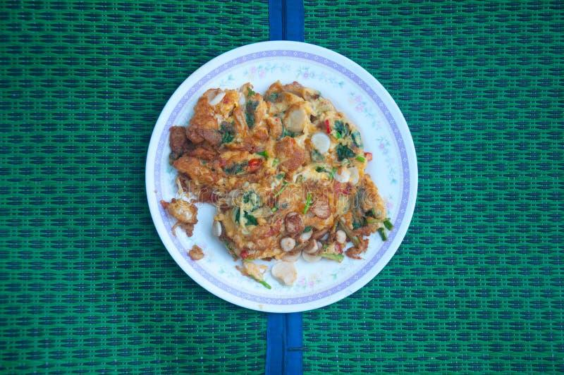 Thailändisches selbst gemachtes Omelett mit Mischungsgemüse stockfoto