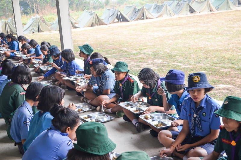 Thailändisches Studentenpfadfinderlager stockfotos