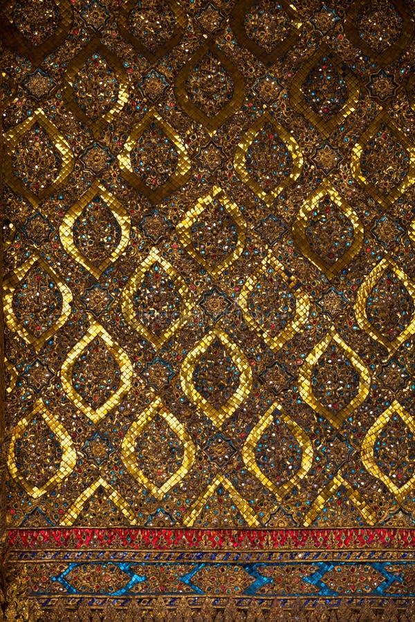 Thailändisches traditionelles dekoratives Mosaik stockbilder