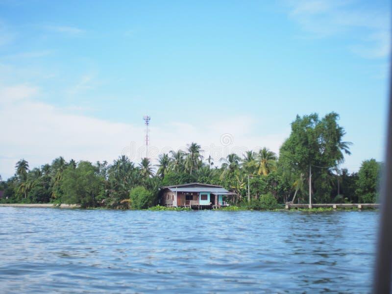 Thailändisches vorderes Wasserhaus lizenzfreies stockbild