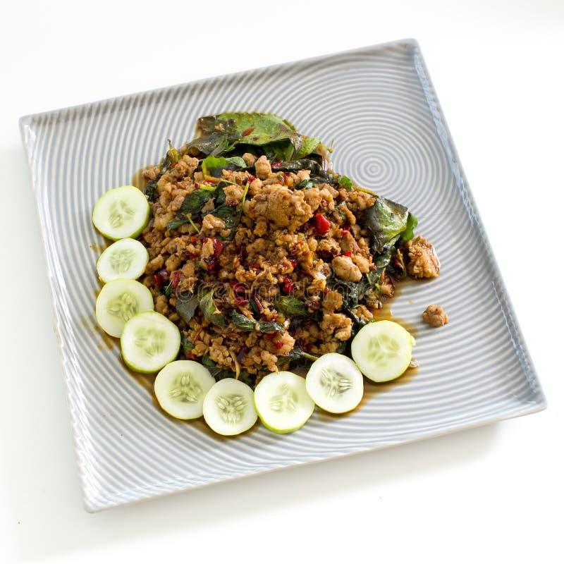 Thailändisches würziges Lebensmittelbasilikumfleisch briet Rezept (Krapao Mooi) auf Quadrat lizenzfreie stockfotos