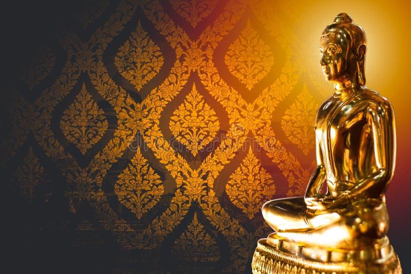 Thailändsk asiat guld- buddha med utrymme för text royaltyfri bild