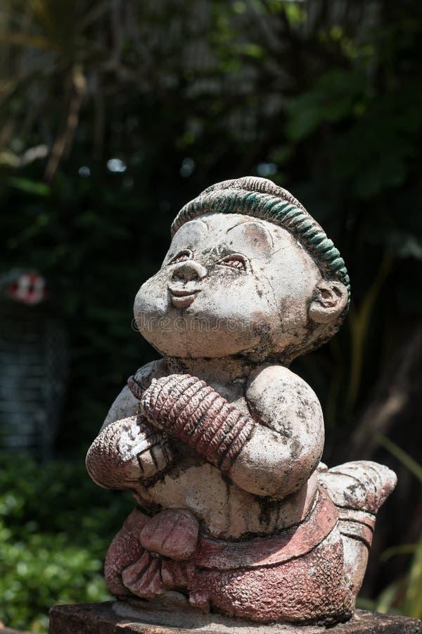 Thailändsk boxningstaty i Wat Chai Mongkon - buddistisk tempel som är chian fotografering för bildbyråer