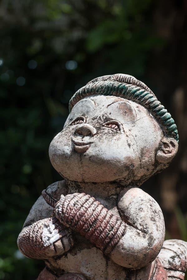 Thailändsk boxningstaty i Wat Chai Mongkon - buddistisk tempel som är chian arkivbild