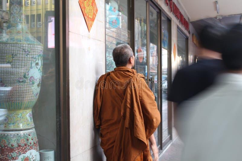Thailändsk buddismmunk arkivbild