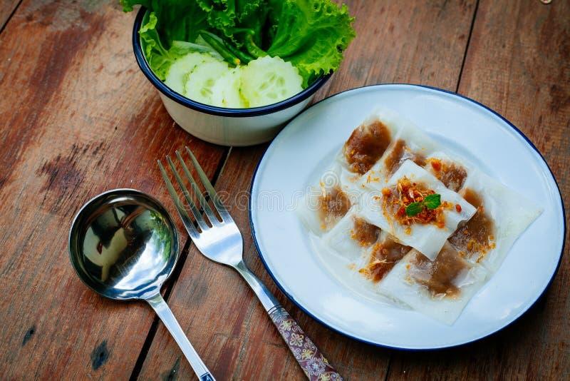 Thailändsk efterrätt: Ångat Ris-hud klimp- och tapiokagriskött royaltyfri fotografi