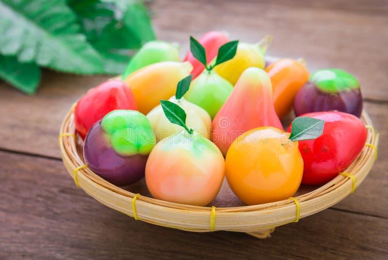 Thailändsk efterrätt, efterföljdfrukt (blicken Choup) arkivfoto