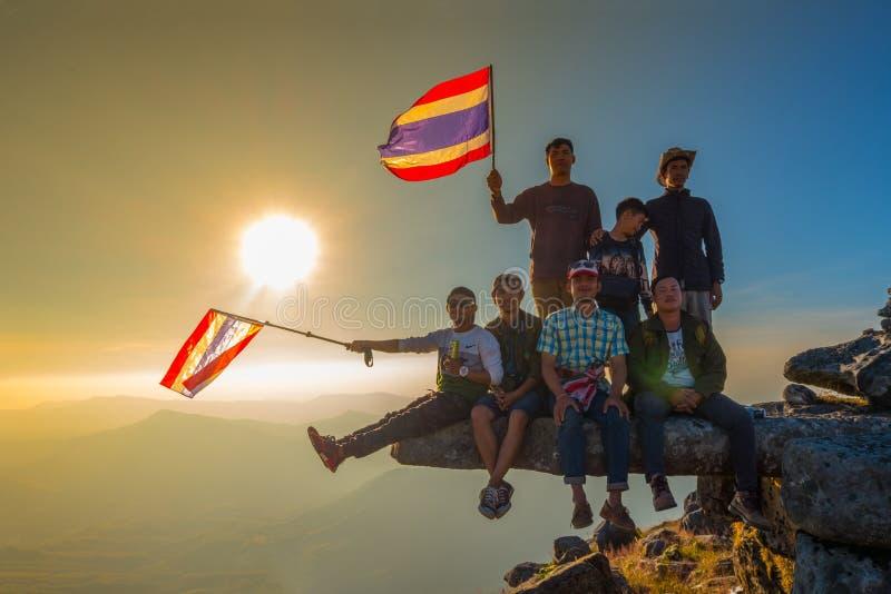 Thailändsk flagga och mangrupp fotografering för bildbyråer