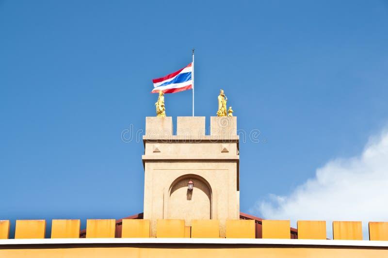 Download Thailändsk Flagga På Tornet. Fotografering för Bildbyråer - Bild av guld, stolpe: 27280417