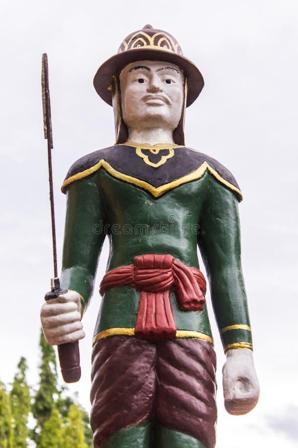 Thailändsk forntida krigarestaty arkivbild
