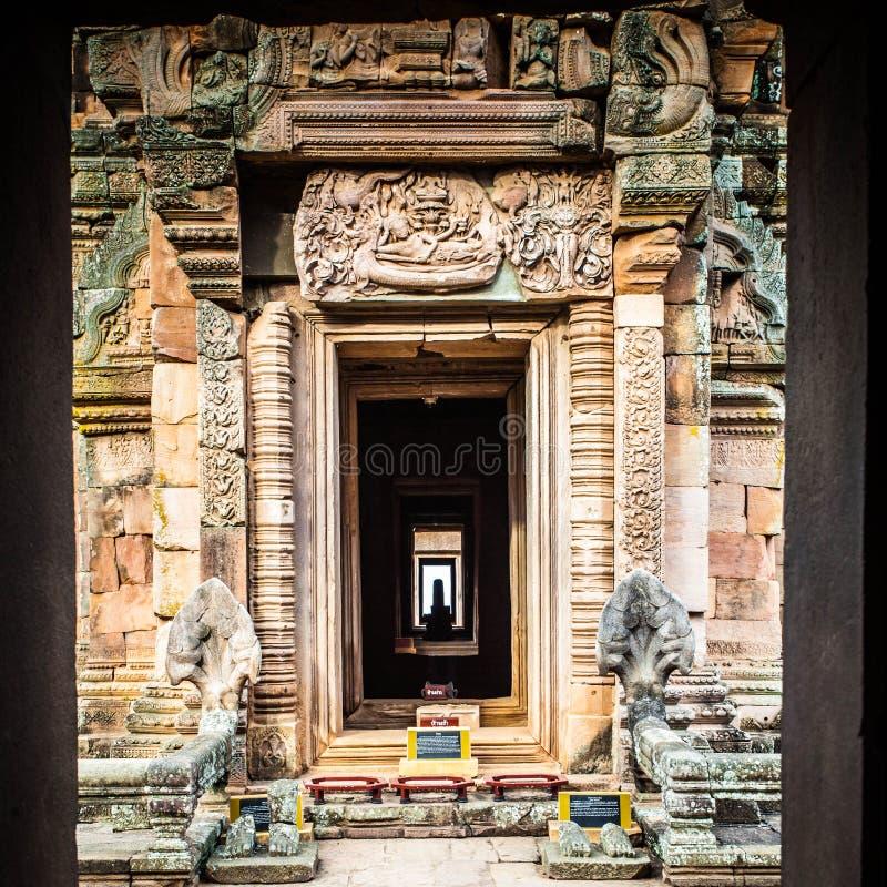 Thailändsk forntida tempel arkivbild
