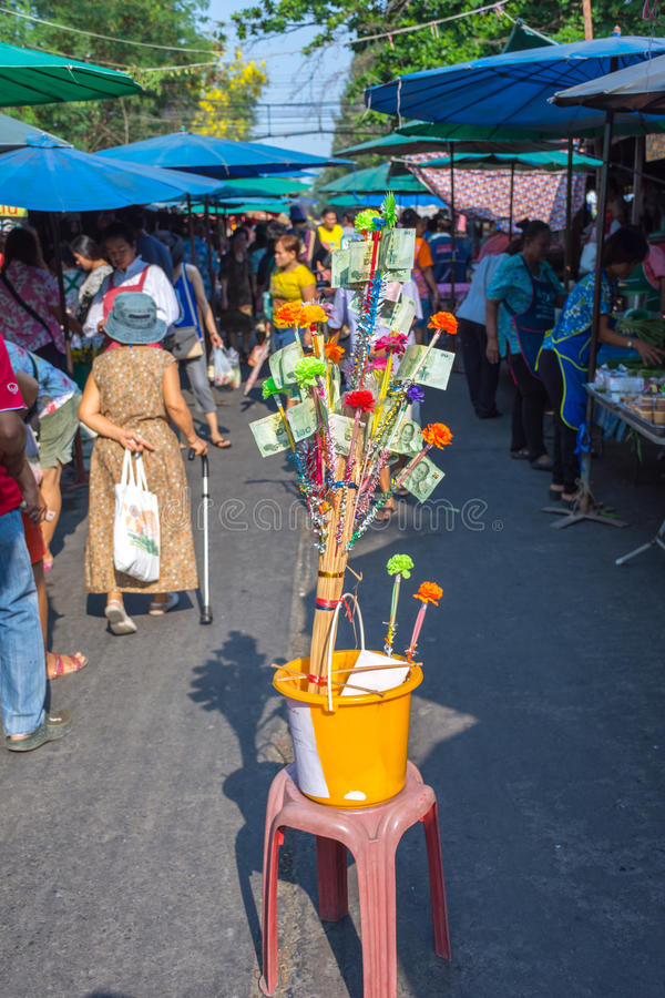 Thailändsk gatamat, donationen arkivfoton