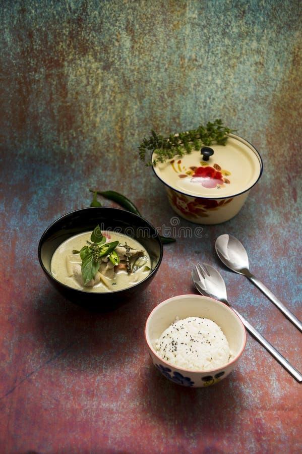 Thailändsk grön curry med ris royaltyfri foto