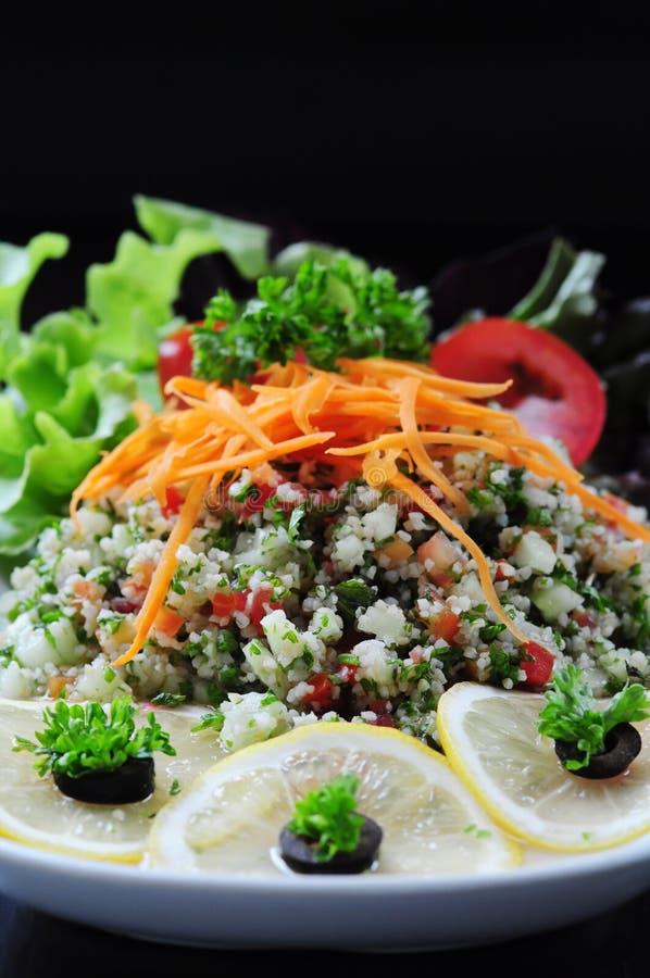 Thailändsk grönsaksallad med en svart bakgrund royaltyfri bild