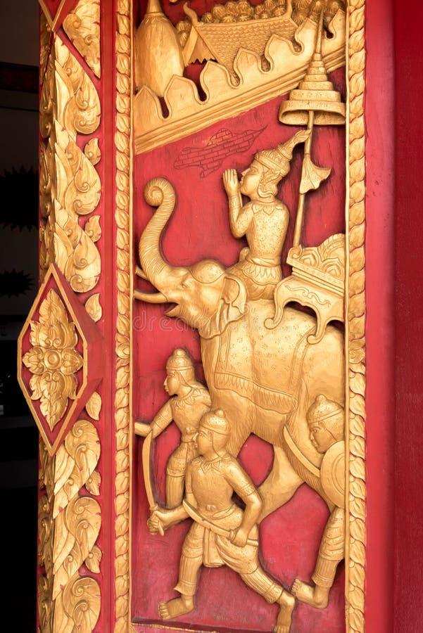 Thailändsk guld- stuckatur arkivfoto