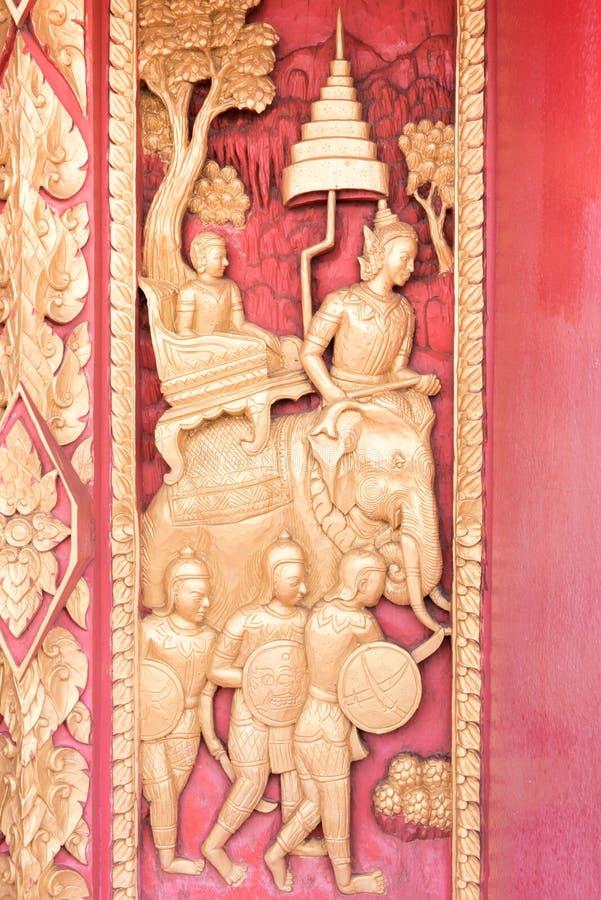 Thailändsk guld- stuckatur royaltyfria foton