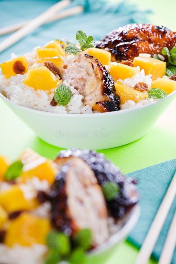 Thailändsk höna med Rice och mango arkivbild