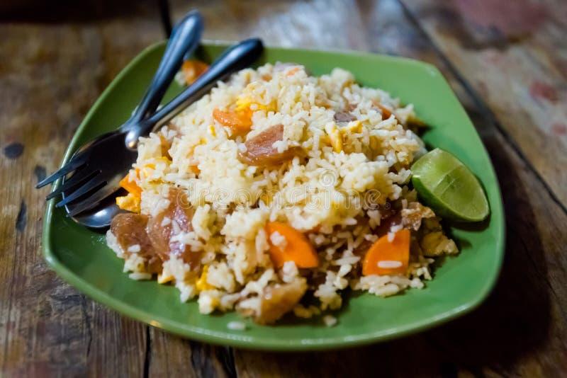 Thailändsk kinesisk korv stekte ris arkivfoto