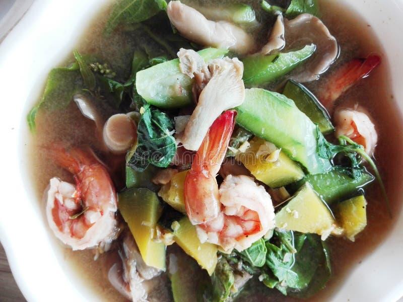 Thailändsk kryddig blandad grönsaksoppa fotografering för bildbyråer