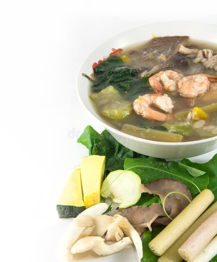 Thailändsk kryddig blandad grönsaksoppa med räka, royaltyfri fotografi