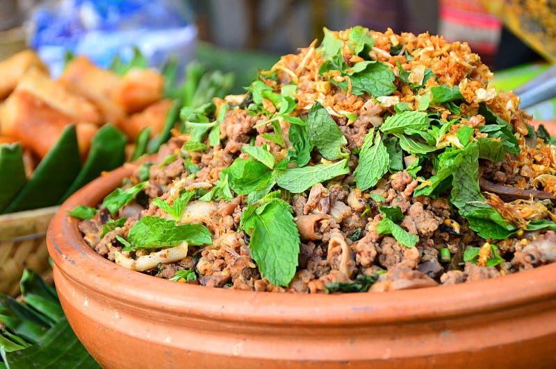 Thailändsk kryddig finhackad porksallad, nord av thailand royaltyfri foto