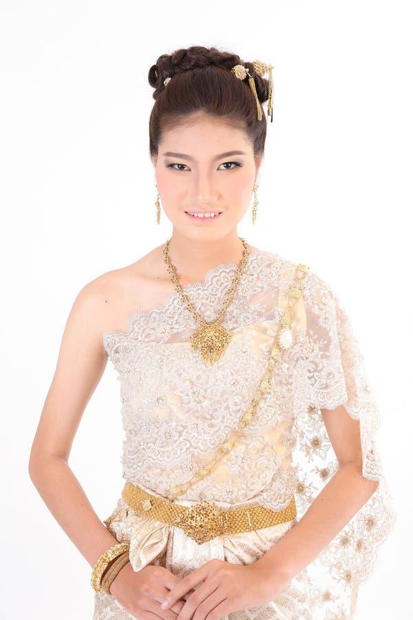Thailändsk kvinnlig i traditionell klänning arkivfoton