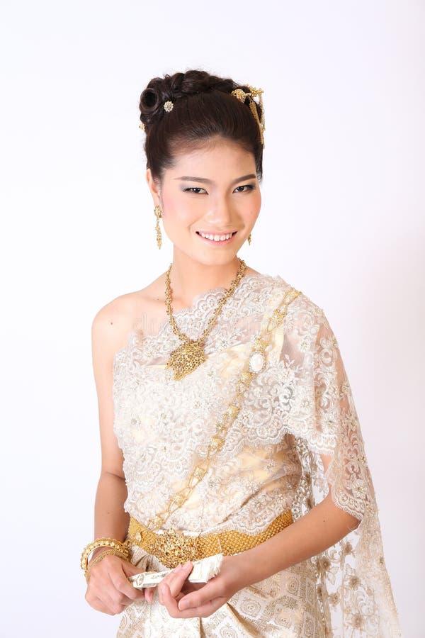 Thailändsk kvinnlig i traditionell klänning arkivfoto