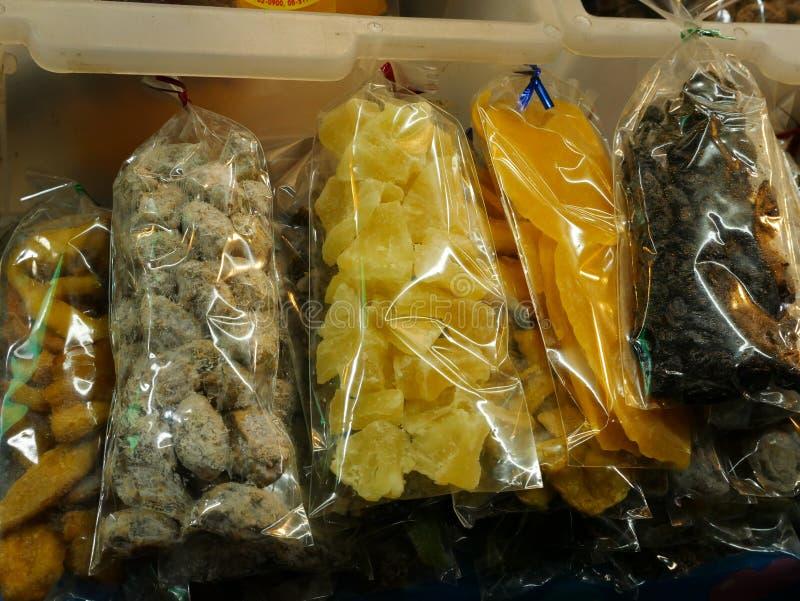 Thailändsk lokal marknad bevarad frukt arkivbild