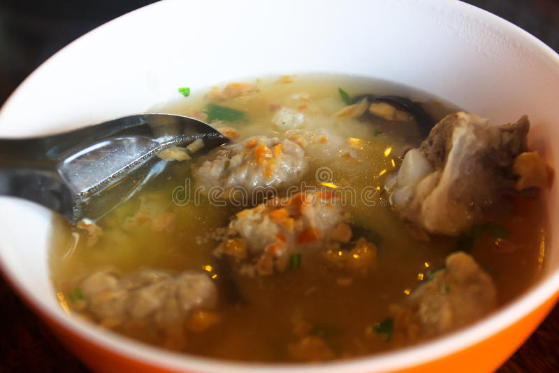 Thailändsk lokal matsoppastil arkivbild