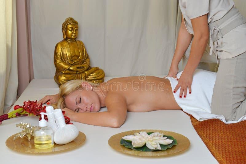 Thailändsk massage royaltyfri bild