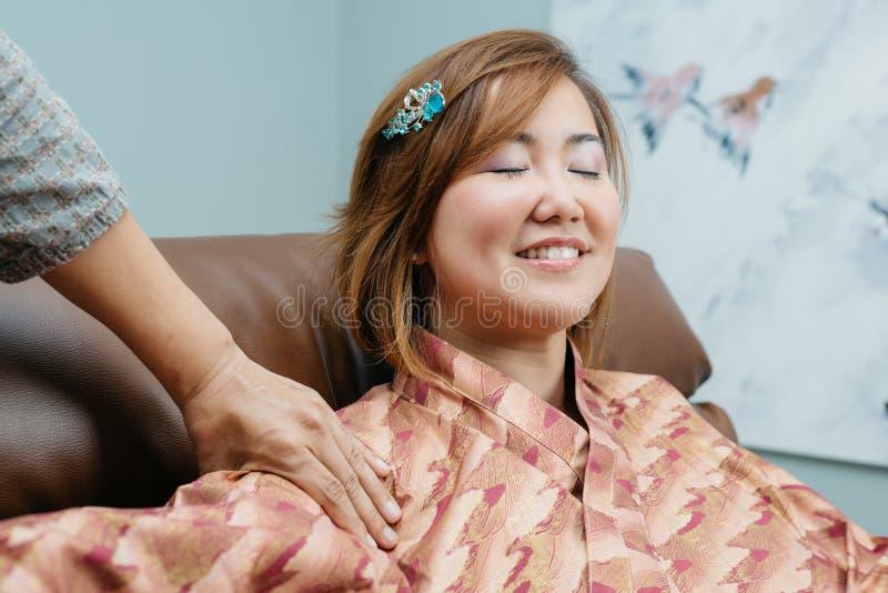 Thailändsk massageserie royaltyfria bilder