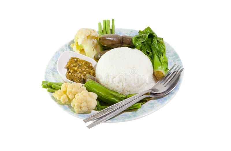 Thailändsk mat, chilimakrill, grönsak och sås arkivbild