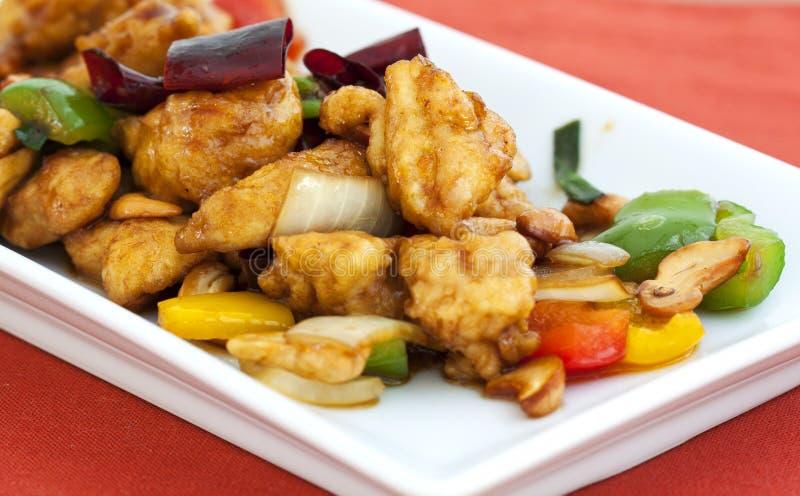 Thailändsk mat, stir aktiverade höna med cashewmuttrar royaltyfri bild