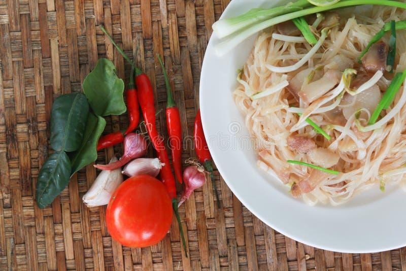 Thailändsk mat, vadderar thai thailändska stilnudlar royaltyfri bild