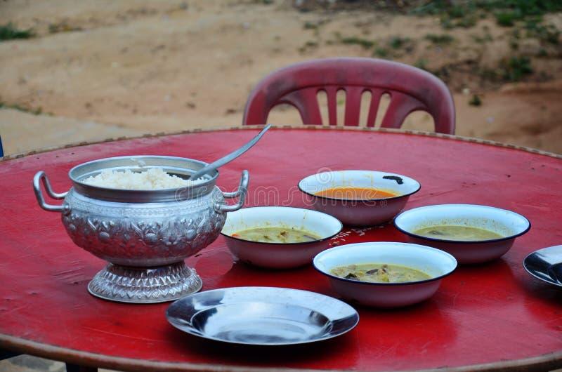 Thailändsk matuppsättning royaltyfria foton