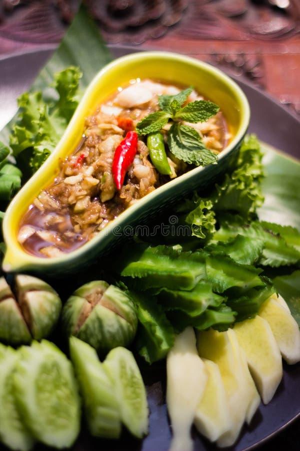 Thailändsk Nam Prik Apple för chilideg` ` med grönsaken som sidor arkivfoto