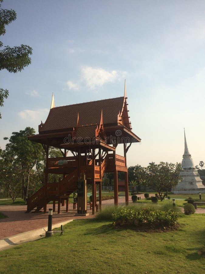 Thailändsk paviljong i den forntida trädgården royaltyfri foto