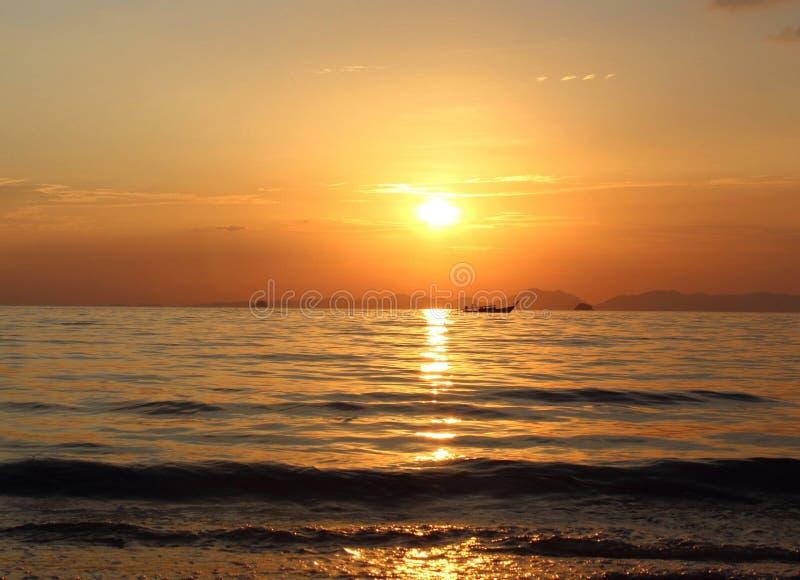 Thailändsk solnedgång royaltyfri foto