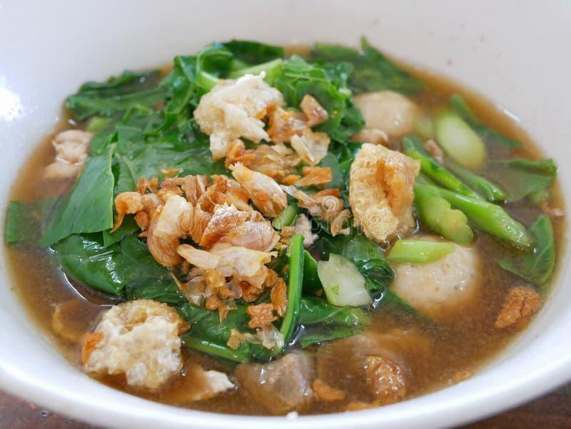 Thailändsk soppa Gaw Lao Moo Tun för griskött för stilgrönsakragu royaltyfri bild