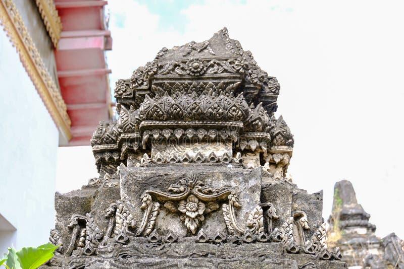 Thailändsk stuckaturmodell på den forntida pagoden royaltyfria foton