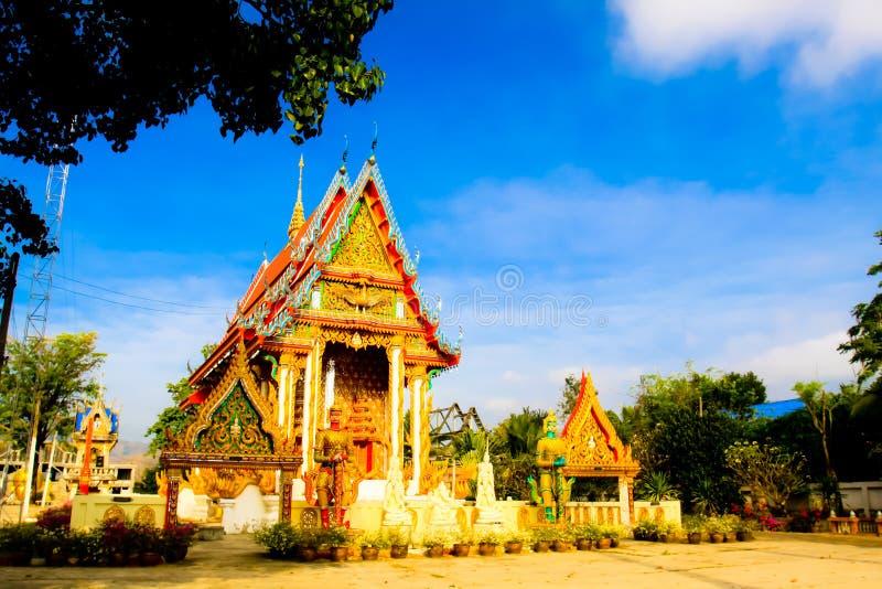 Thailändsk tempelarkitektur för härlig byggnad royaltyfri fotografi